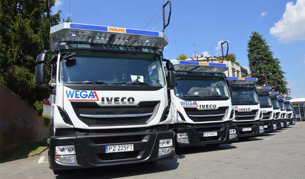 IVECO Poland przekazało firmie Wega-A 7 pojazdów IVECO Stralis Cartransporter